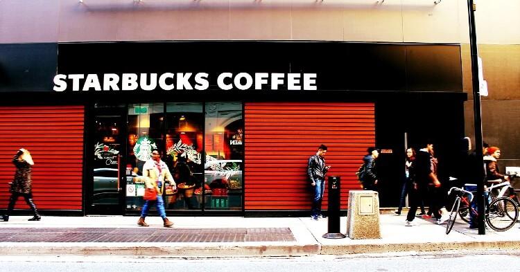 Clientes de Starbucks ya pueden pagar con Bitcoin usando Bakkt